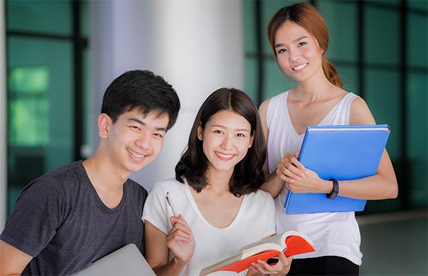 三人の学生