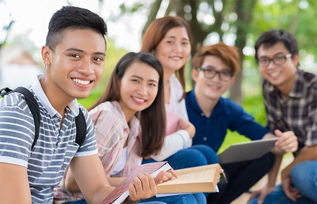 5人の学生の集まり
